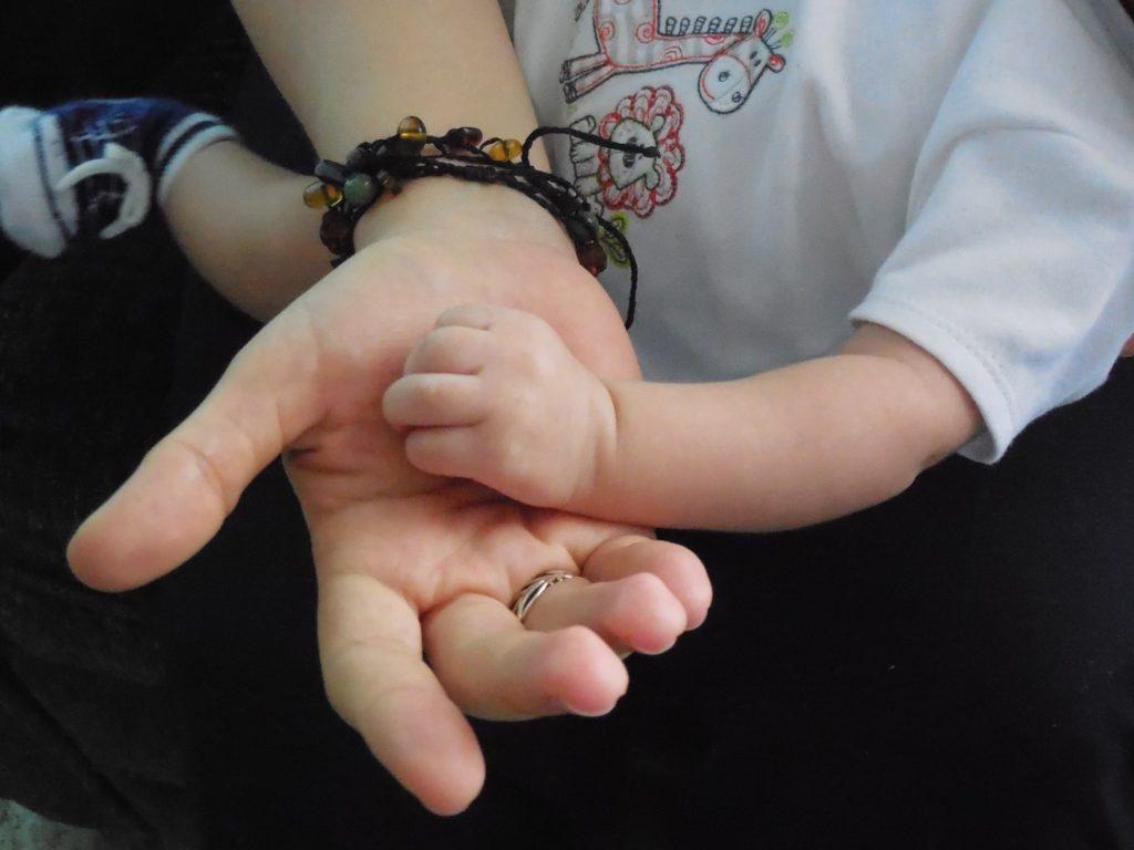 Los bebés piden brazos