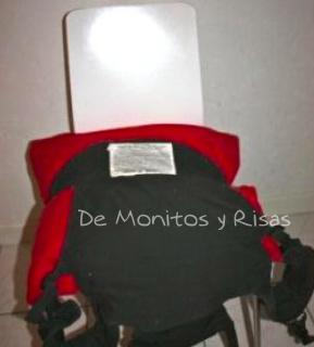 Colocar una mochila en la silla