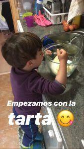 Jorge elaborando la tarta
